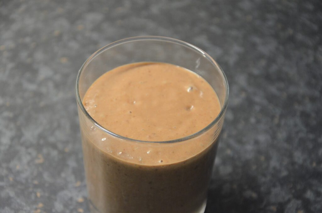 Healthy Sinterklaas Smoothie, close up in the glass