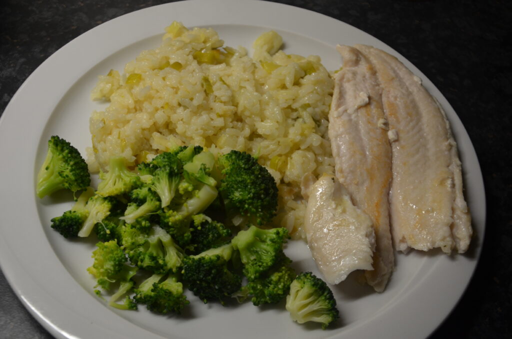 Lemon risotto with fish and broccoli