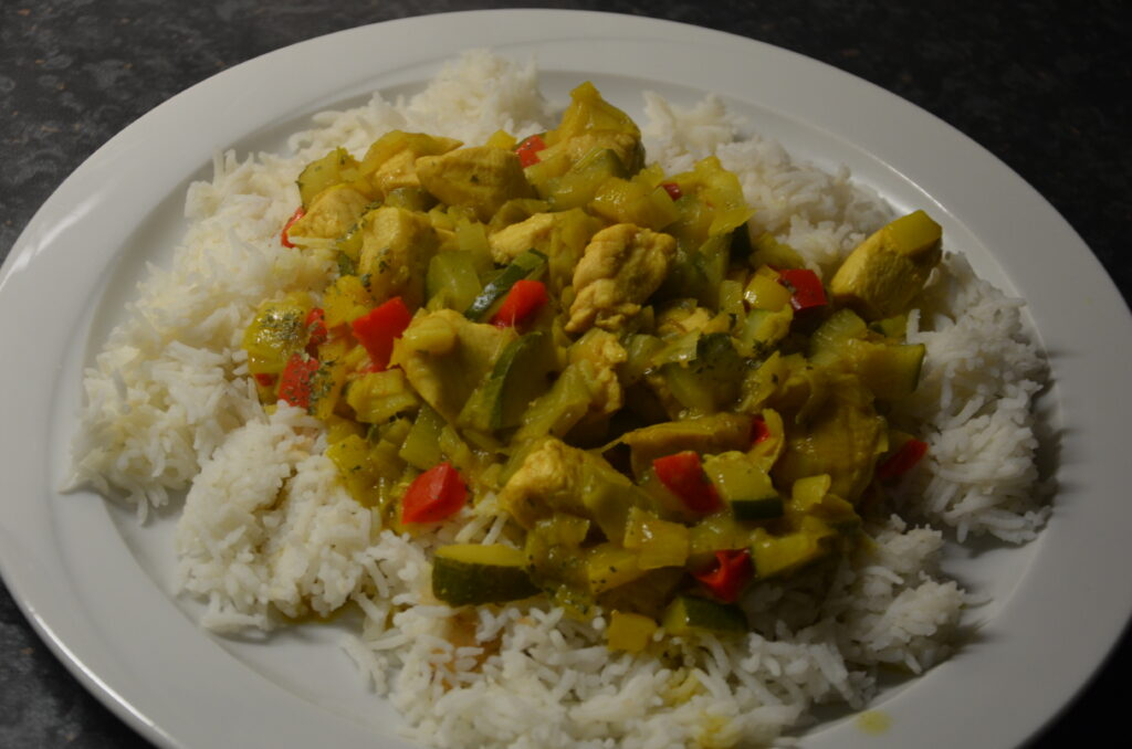 Hamburger Hafencurry, rice with the curry on top.