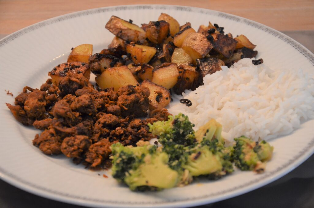 Broccoli with coconut, rice, vega ground meat and potatoes