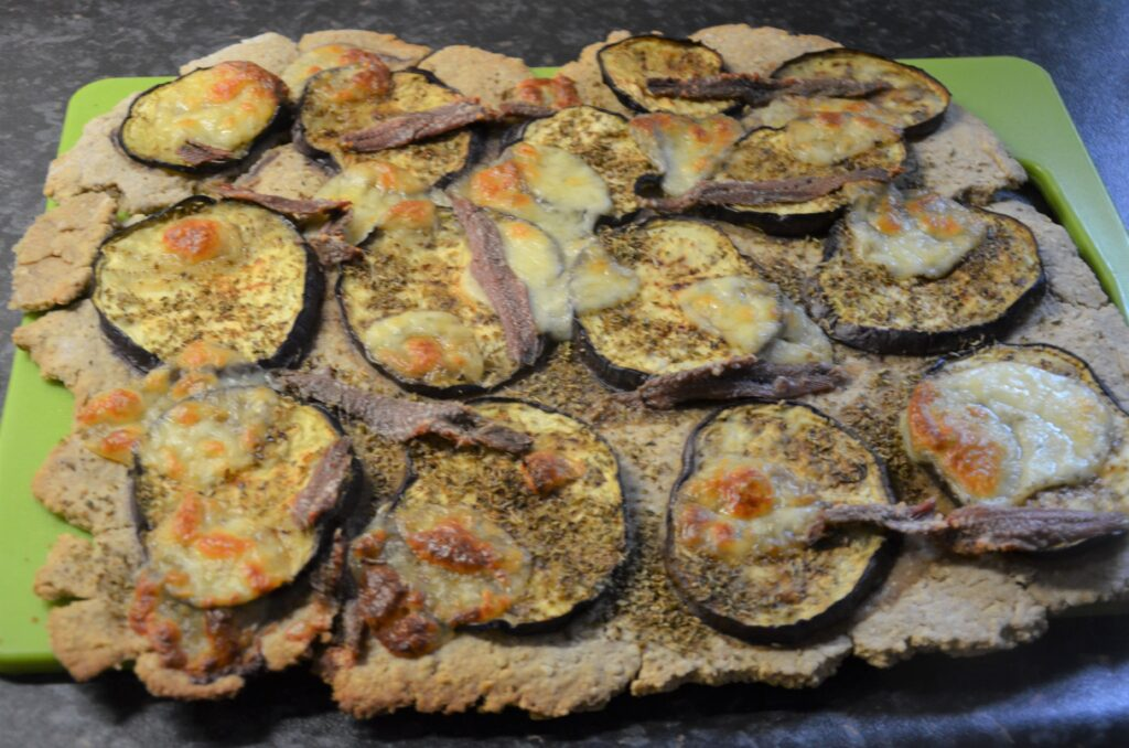Oatmealpizza with grilled eggplant and anchovy