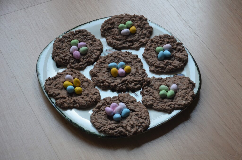 Chocolate Easter Nests, a plate with 7 cookies.