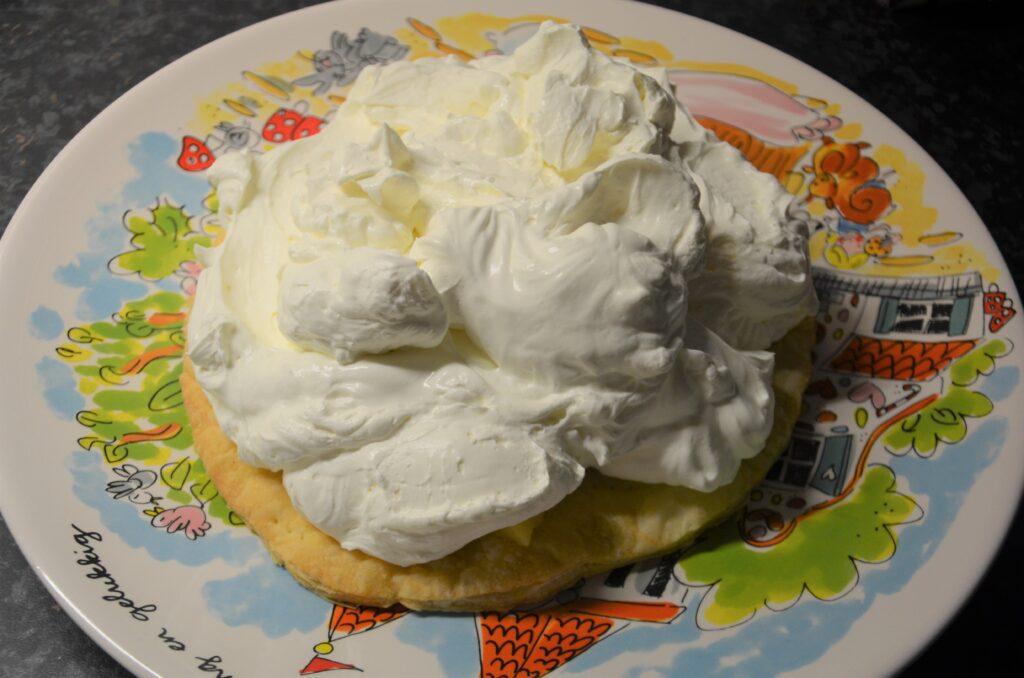 Mascarpone cream as a second layer