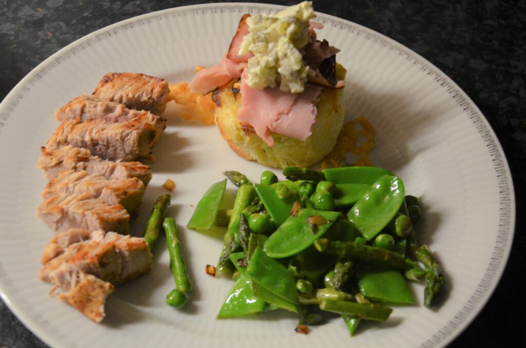 lemon gratins with pork loin, remoulade sauce and spring vegetables served on a blue plate, the main course at the Aviko spring workshop