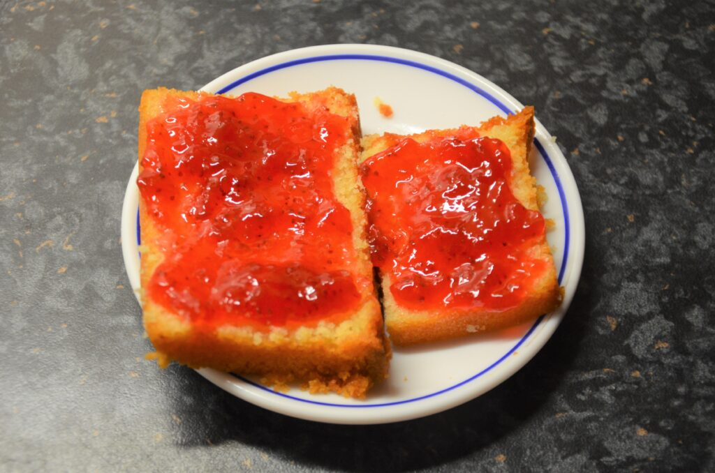 Cake with jelly