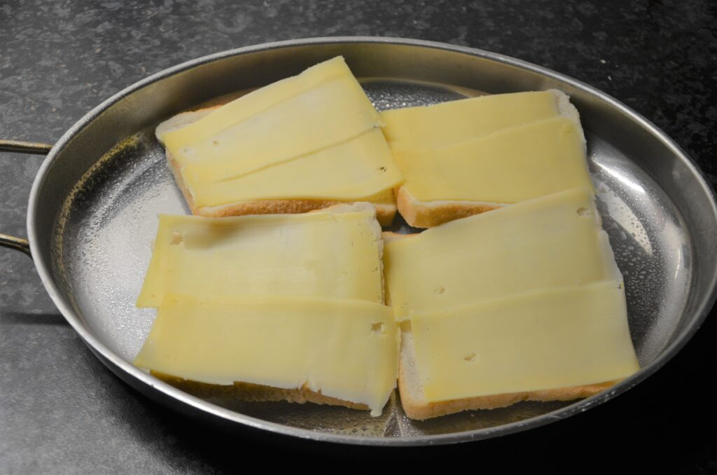 Second step: cheese, placed on the white bread in a casserole