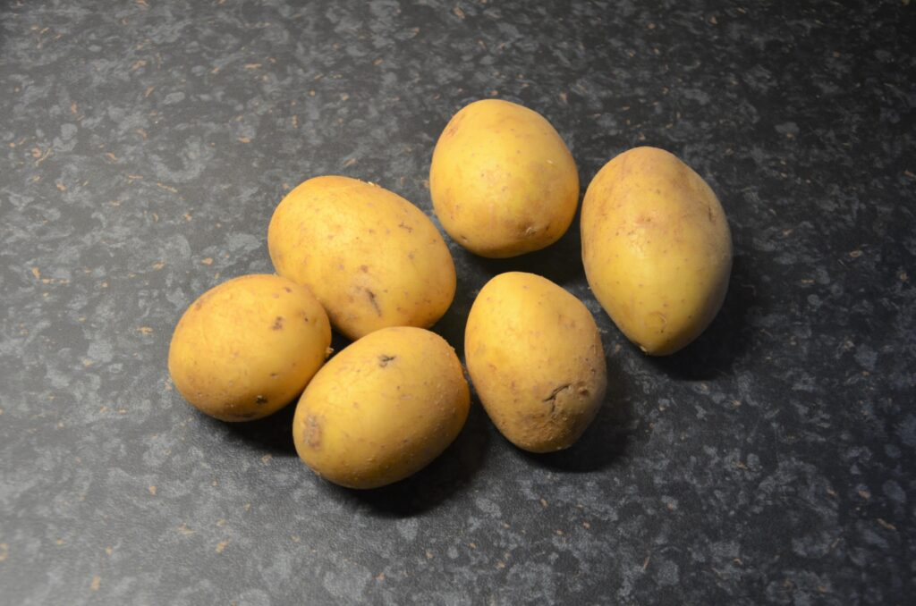 Ingredients, 6 potatoes placed on the counter